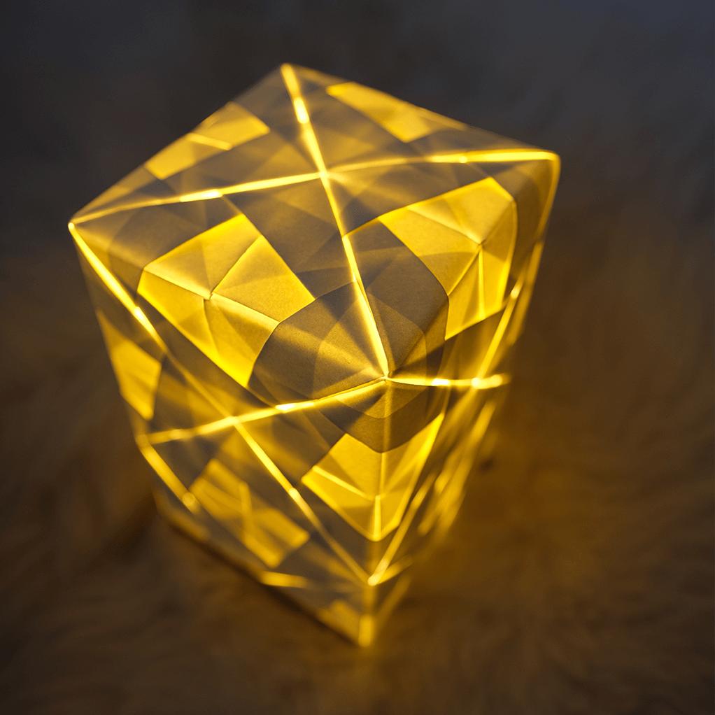 Goldlicht Ava